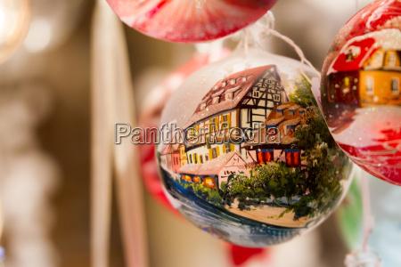 weihnachtsschmuck mit halbfachwerkhaus