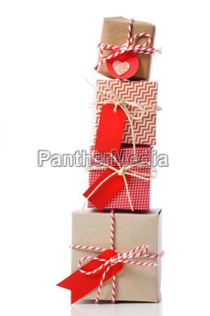 stapel handwerklicher geschenkboxen