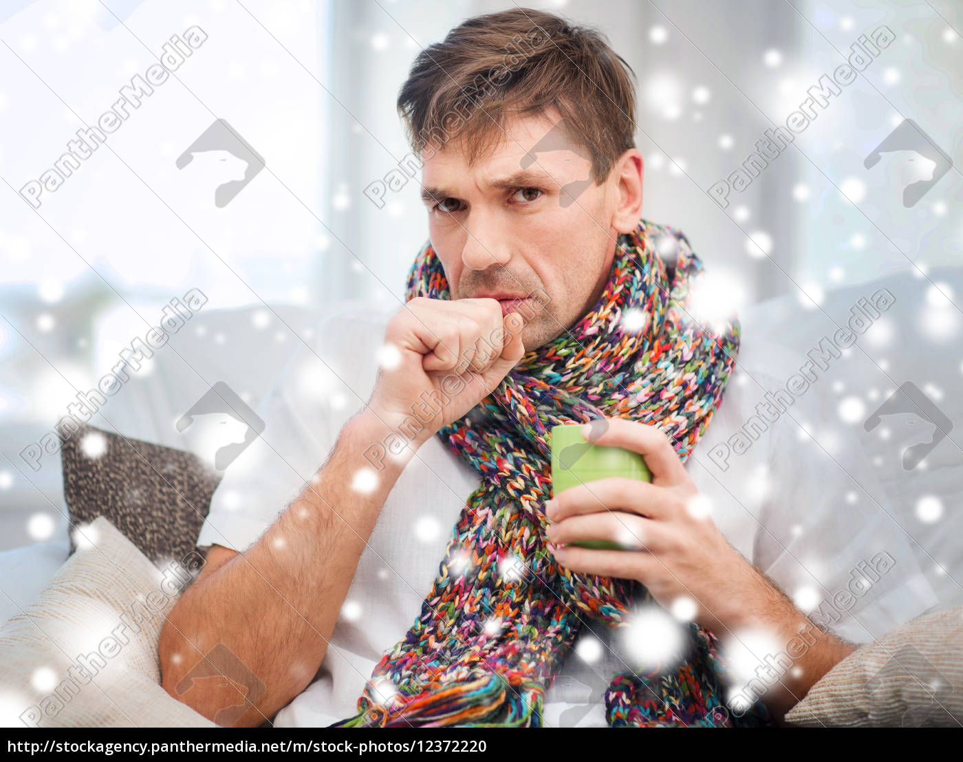 kranker mann mit grippe zu hause - Lizenzfreies Foto - #12372220 ...