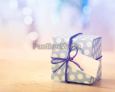 blaue und weisse geschenk box