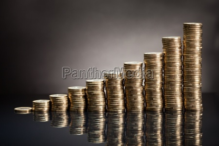stapel von einer euro muenze
