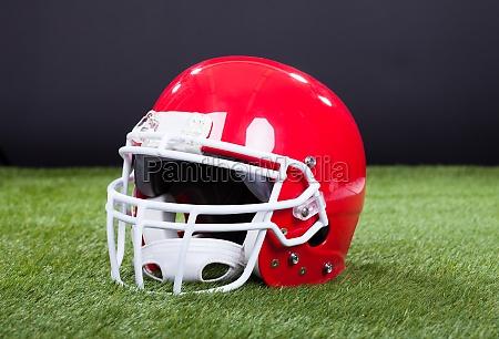 red sportschutzhelm