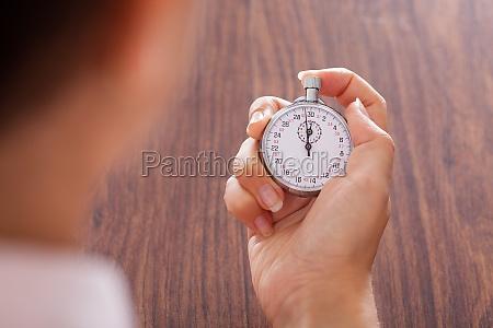 stopwatch in weiblicher hand