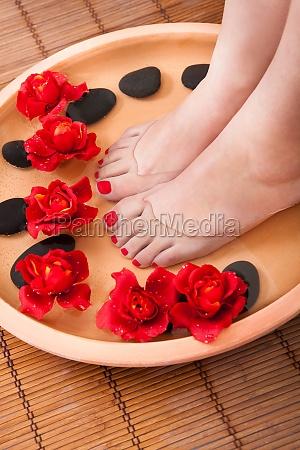 weibliche fuesse bekommen aromatherapie