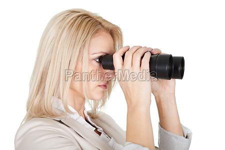 geschaeftsfrauen die durch das fernglas schauen