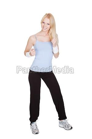 schoene frau geniessen zumba fitness