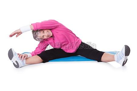 portrait der aelteren frau fitnesstraining