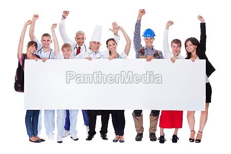 gruppe von verschiedenen professionellen menschen mit