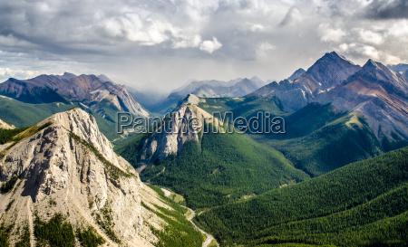 gebirgszuglandschaft blick in jasper np kanada