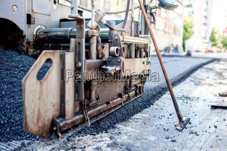 close up von asphalt maschinen und