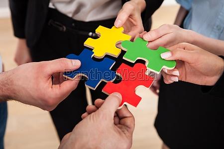 geschaeftsleute montage puzzle