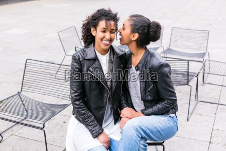 beste freunde haben spass im park