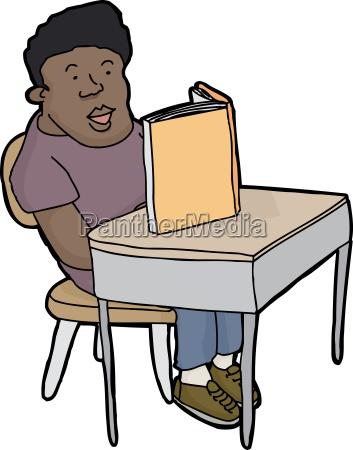 student lesen am schreibtisch