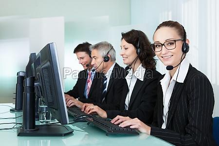los operadores del centro de llamadas