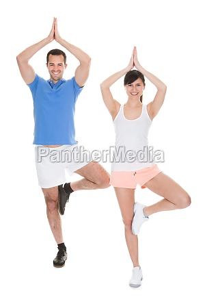 aktiv uebung yoga joga taetig ueben