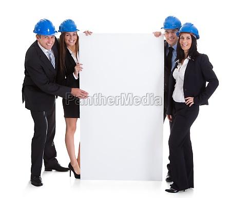 tafel helm gespraechsrunde besitz ingenieur gruppieren