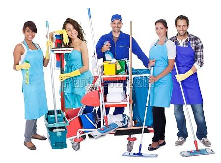 gruppe von professionellen reinigungs
