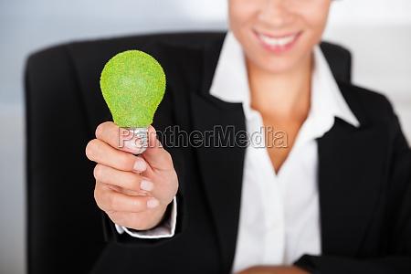 geschäftsfrau, mit, grüner, bulb - 12494126