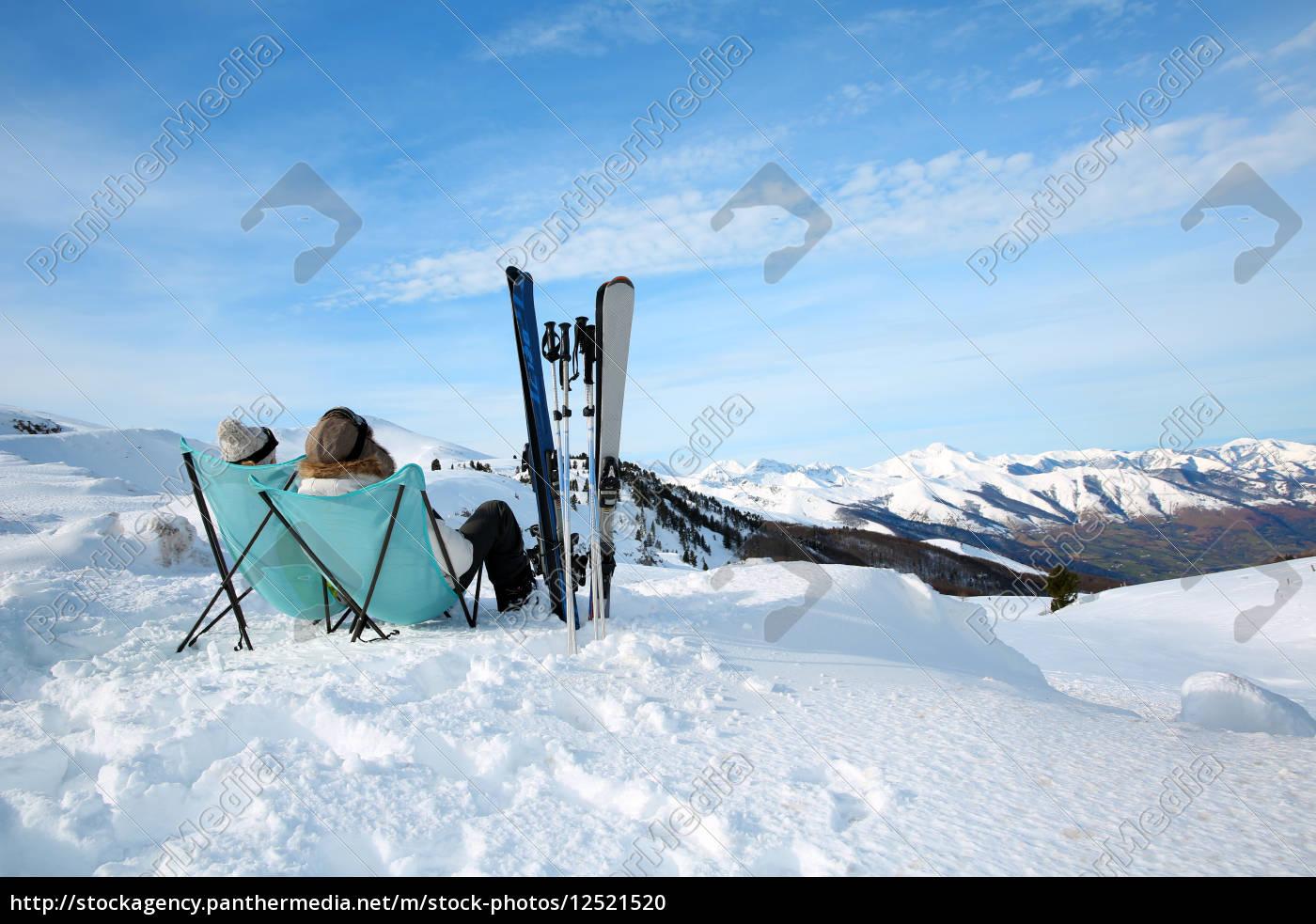paare, der, skifahrer, in, langen, stühlen - 12521520
