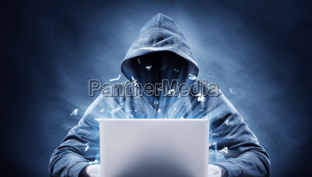 hacker auf einem computer