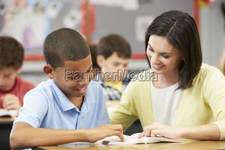 in der klasse lehrer lesung mit