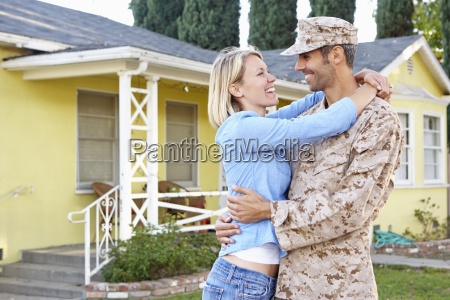 couple house home soldier husband wife