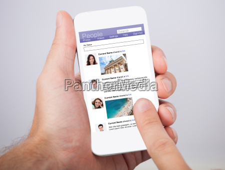 hand holding smartphone mit social site