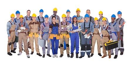 zuversichtlich arbeiter gegen weissen hintergrund