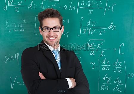 zuversichtlicher professor der sich gegen blackboard