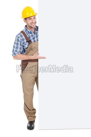 vertrauensvoriges manual worker holding billboard