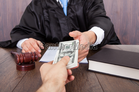 korruption jury richter gesetzlich beurteilen urteilen