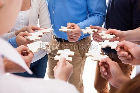 gruppe von personen verbindungspuzzleteile