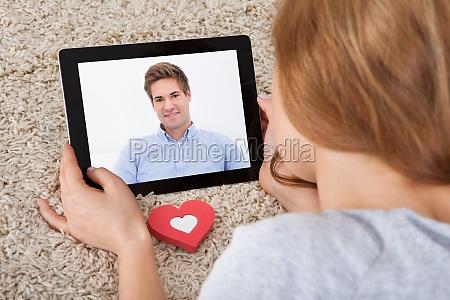 video chat auf digitales tablet