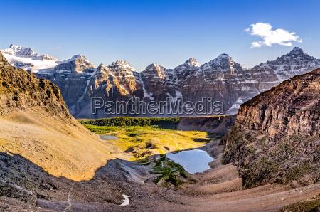 bergmassiv blick von sentinel passrocky mountainskanada
