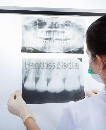 zahnarzt untersuchen xray