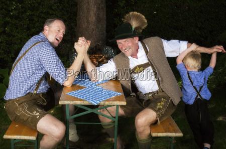zwei bayerische maenner und ein junge