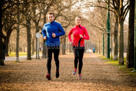 paar zusammen joggen