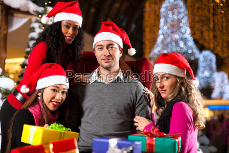 friends shopping for christmas