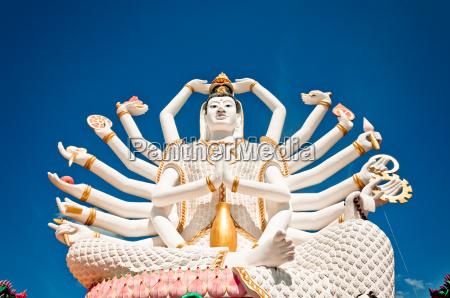 statue von shiva auf der insel