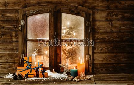 festliche weihnachtskabinenfenster