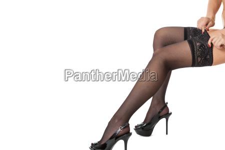 sinnliches portrait von schlanken weiblichen beinen
