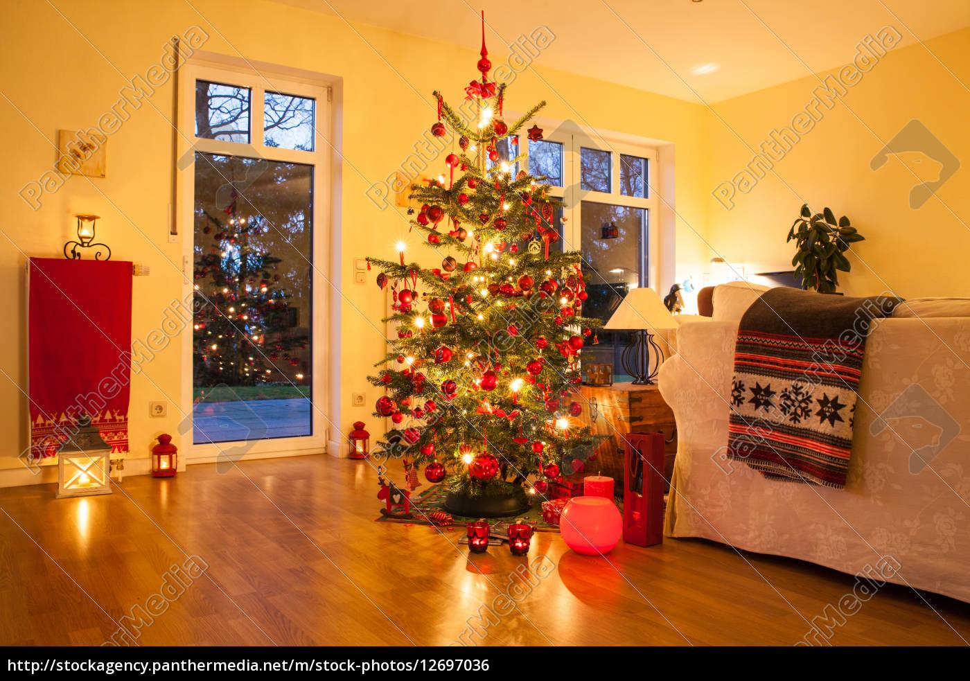 beleuchtete weihnachtsbaum - Lizenzfreies Foto - #12697036 ...