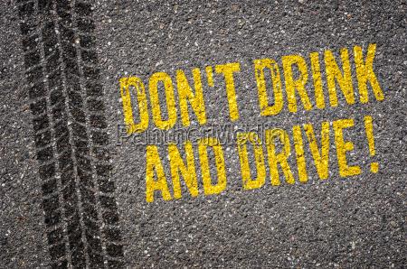 asphalt mit dem text dont drink
