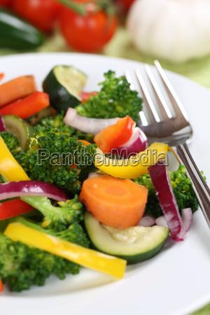 gesunde ernaehrung vegan gemuese essen auf