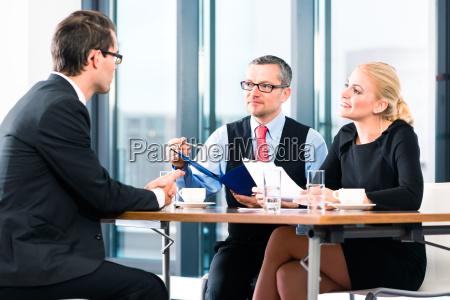 business vorstellungsgespraech fuer bewerbung