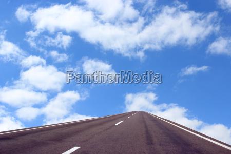 malerischen weissen wolken am blauen himmel