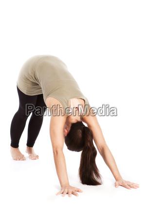 sonnengrussposen im yoga adho mukha svanasana