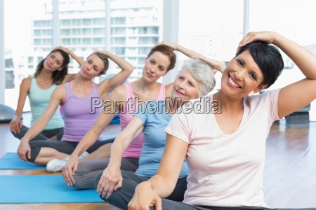 class stretching neck in row at