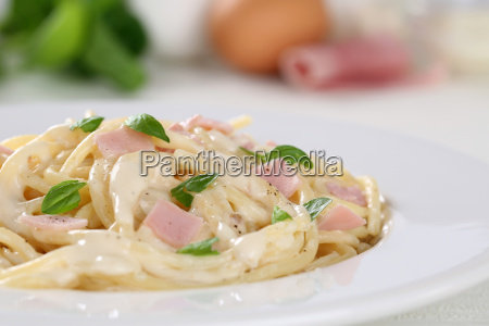 spaghetti pasta carbonara pasta dish