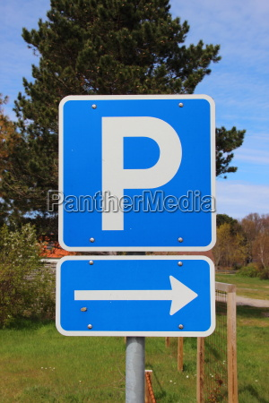 blue, parkinglot, sign, with, right, arrow - 12870882